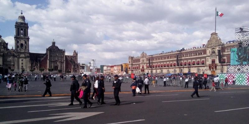 El Grito VIP de Peña; acarreados inundaron el zócalo