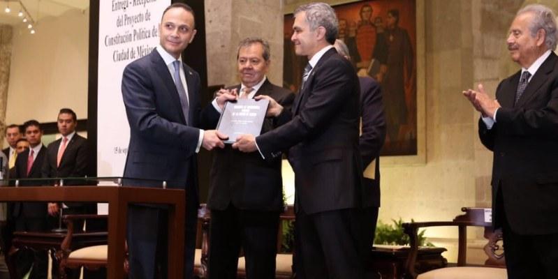 Entrega Mancera proyecto de Constitución de CDMX