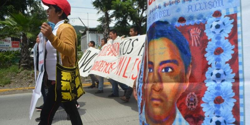 Marchan en Chilpancingo contra Peña y reformas