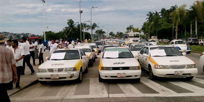 Protestan taxistas por altos cobros de grúas en Acapulco