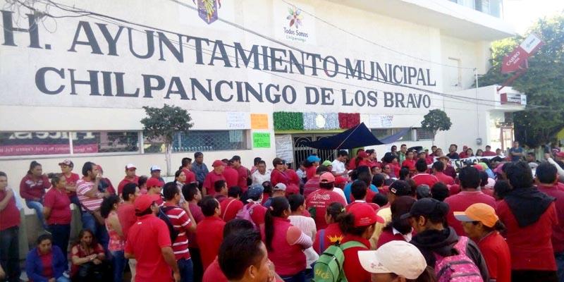 Toman sindicalizados Ayuntamiento de Chilpancingo