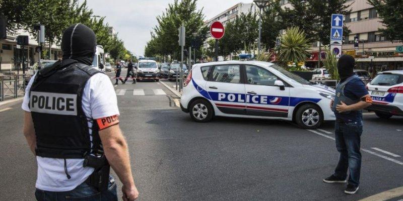Evacúan centro de París por falsa alarma de atentado