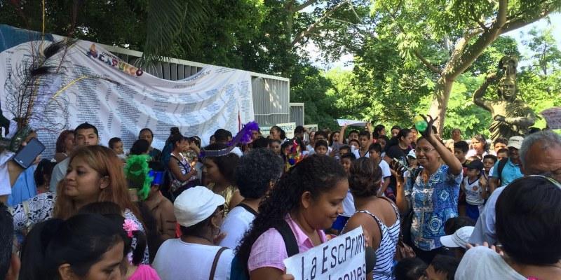 Protestan habitantes de Campestre Laguna en ayuntamiento de Acapulco