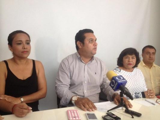 Retienen salario de 36 colaboradores, denuncian ediles del PRI en Acapulco