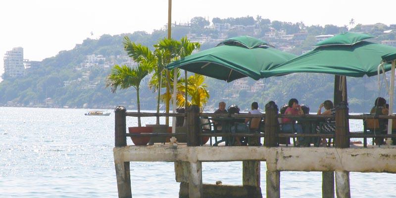 Restauranteros de Acapulco tienen fe en puente patrio