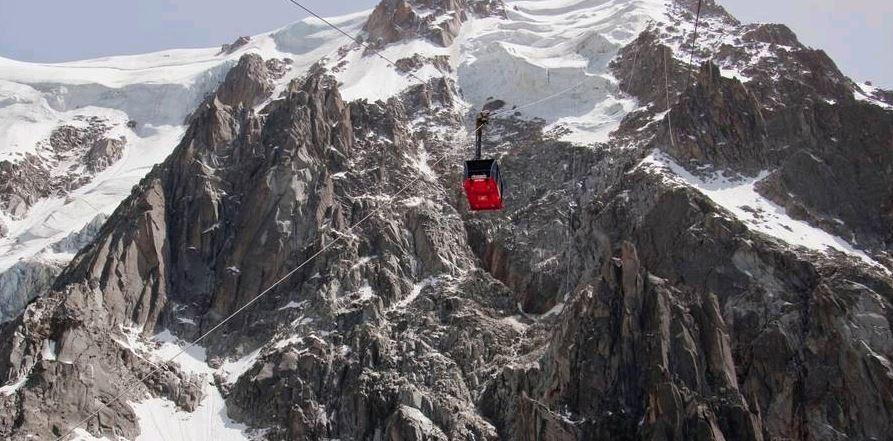 Rescatan a turistas atrapados 14 horas en teleférico del Mont-Blanc