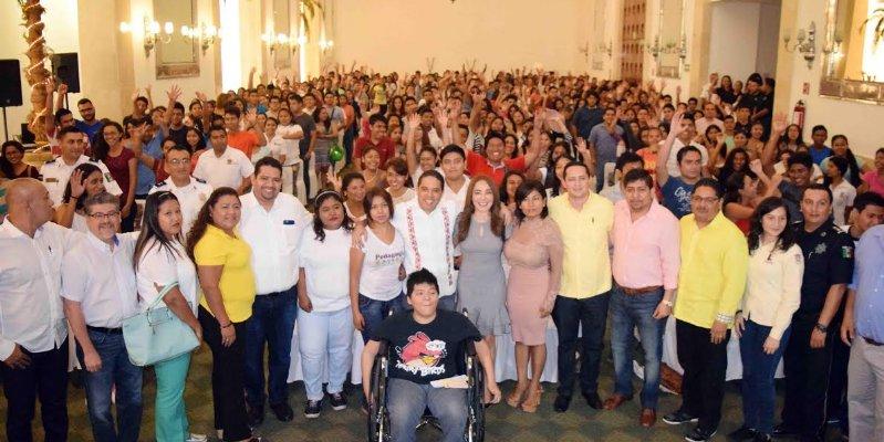 Entrega Evodio becas IMJUVE Acapulco 2016