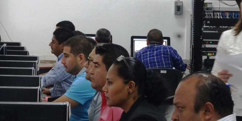 Presentan examen aspirantes a consejeros electorales de Guerrero