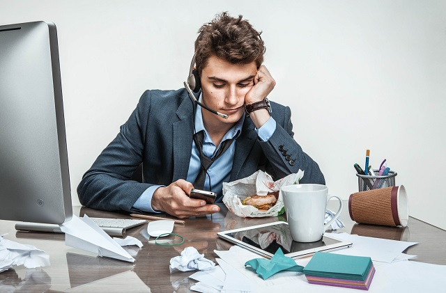 Estos son los hábitos que afectan tu rendimiento laboral 4