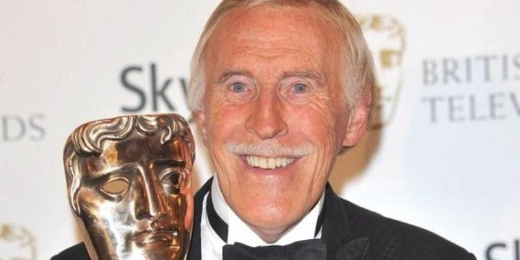 Muere el presentador de televisión Bruce Forsyth 1