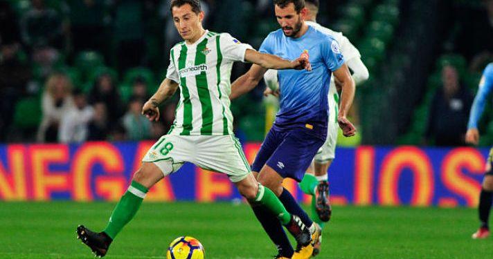 Guardado, en el juego ante el Girona