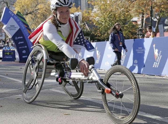 Categoría silla de ruedas femenina.