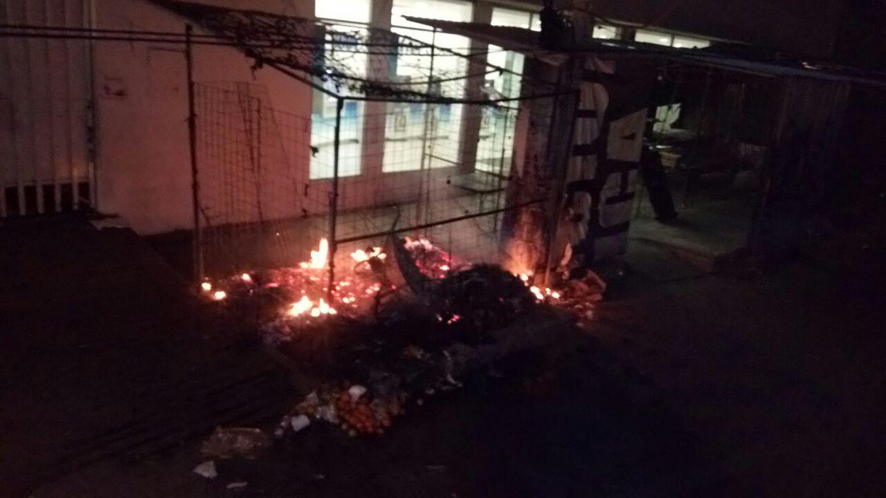 Incendian locales en Acapulco