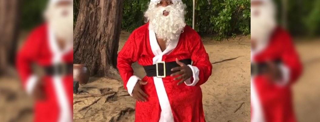 Patrice Evra dio mensaje de Navidad disfrazado de Santa| VIDEO