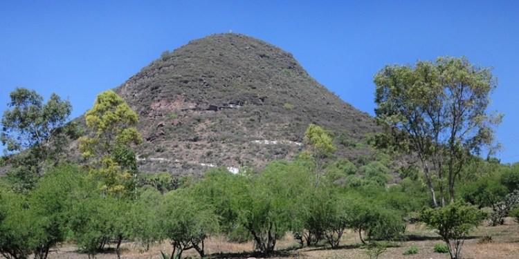 NAICM: planean destruir cerro con murales prehispánicos 1