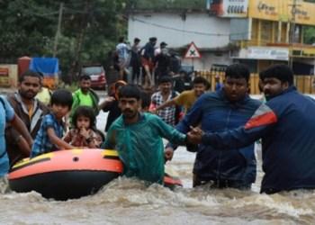 Lluvias dejan 320 muertos y miles de desplazados en Kerala, India 2
