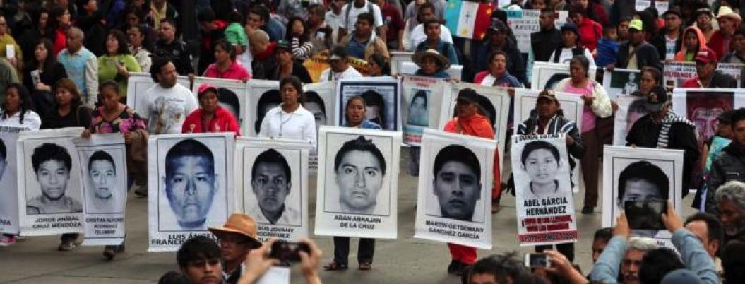 Segob entraga a familiares informe de seis meses sobre caso Iguala