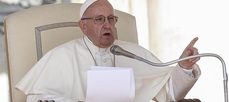 """Papa llama a no ser parte del """"silencio complice"""" contra migrantes"""