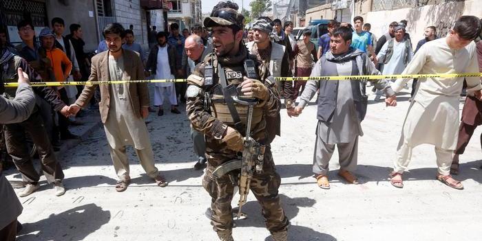 Aumenta a 68 los muertos por atentado suicida en Afganistán