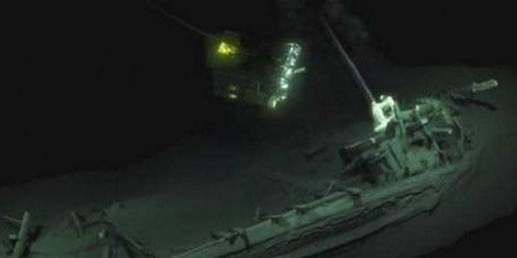 Hallan barco griego más antiguo del mundo; esta intacto bajo el mar 1