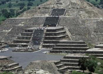 """Arqueólogos hallan túnel que conduce a """"inframundo"""" bajo Pirámide la Luna 1"""