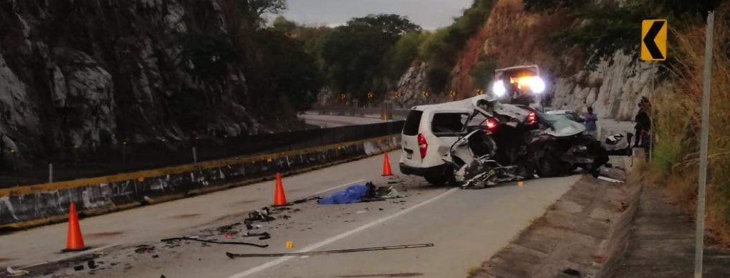Choque en Autopista del Sol deja 5 personas muertas