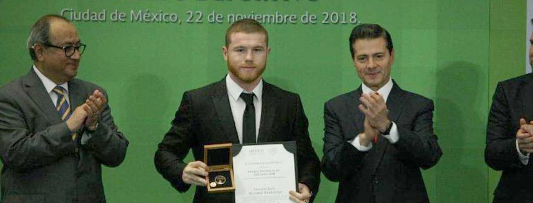 Atletlas mexicanos reciben Premio Nacional de Deportes de manos de EPN