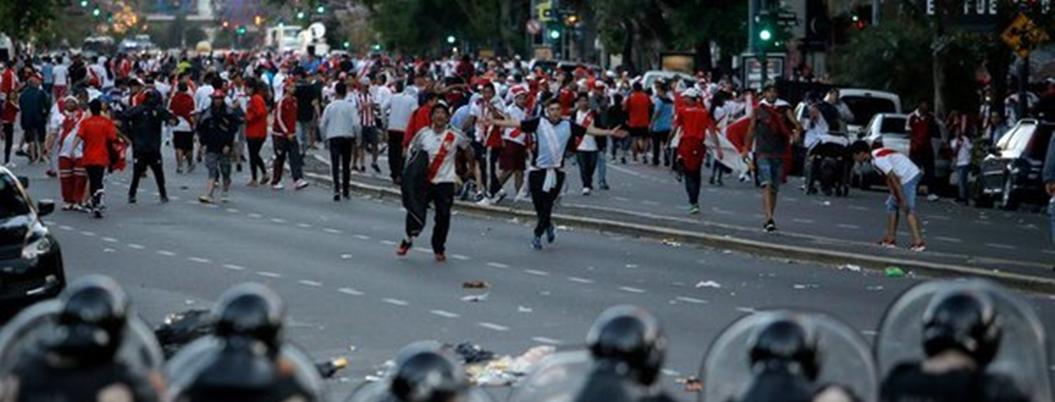 Suspenden final entre River y Boca por violencia de fanáticos
