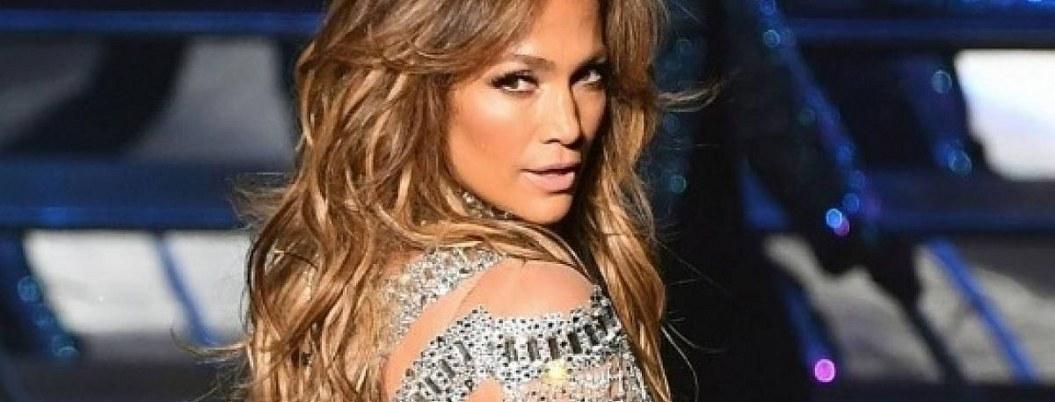 Grafitean estrella de Jennifer Lopez en el paseo de la fama