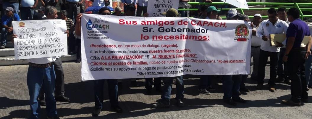 Marchan sindicalizados; exigen rescate de la CAPACH