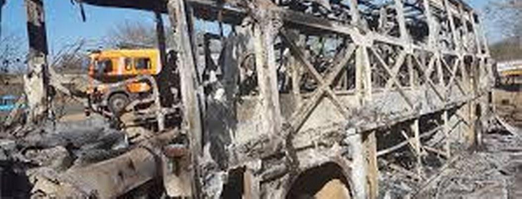 Incendio en autobús de pasajeros provoca la muerte de 42 en Zimbabue