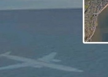 """Google Earth halla misterioso avión """"sumergido"""" frente a costa de Escocia 1"""