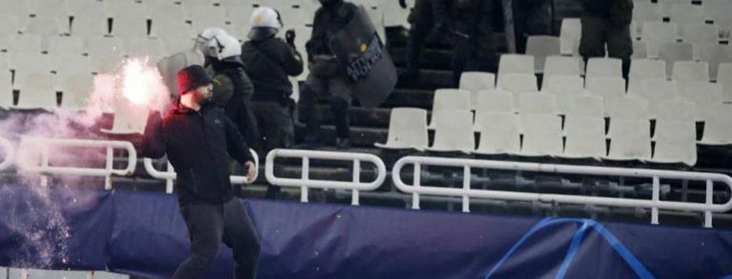 Fanáticos del Athens y Ajax se enfrentan en batalla campal