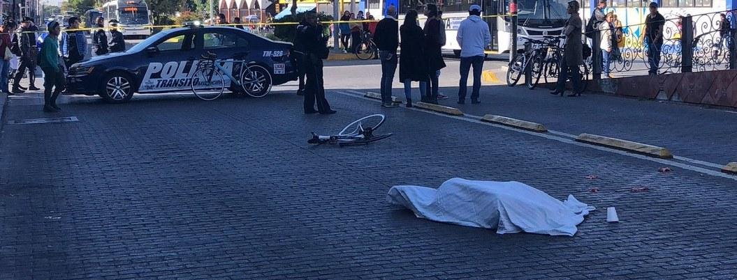 Camión atropella y mata a director de movilidad de Puebla