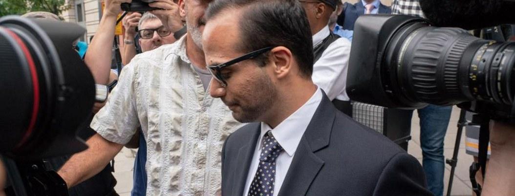 Condenan a ex asesor de Trump  a prisión y servicio comunitario