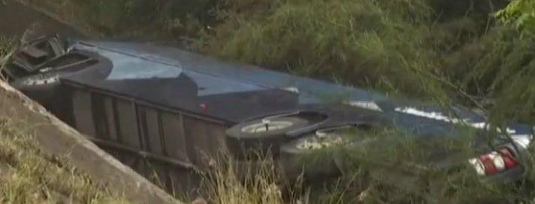 Volcadura de autobús de pasajeros dejó 6 muertos en Montemorelos