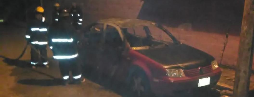 Incendian tres coches en colonias populares de Acapulco