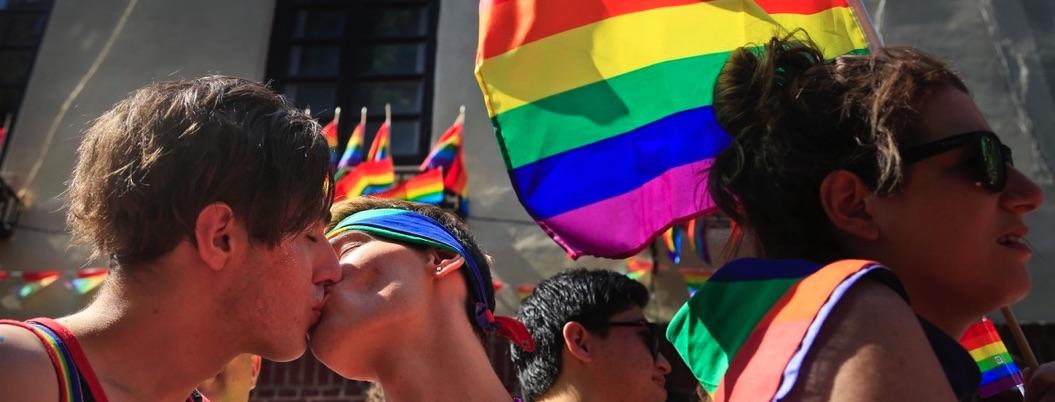 Exige comunidad gay a políticos dejar Twitter y ponerse a trabajar