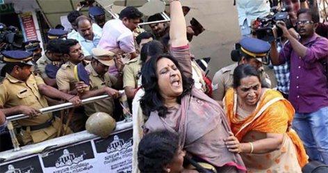 Tercera mujer entra en templo de India pese a protestas tradicionalistas