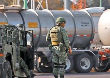 Grupo armado roba pipa con 25 mil litros de gasolina en Guanajuato 1