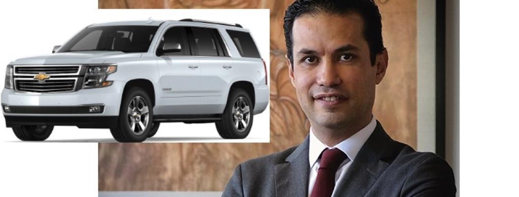 Exdirector del IMSS rentaba millonaria camioneta blindada