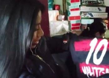 Hija del Piojo entrega jersey personalizado de Xolos a Yalitza Aparicio 6
