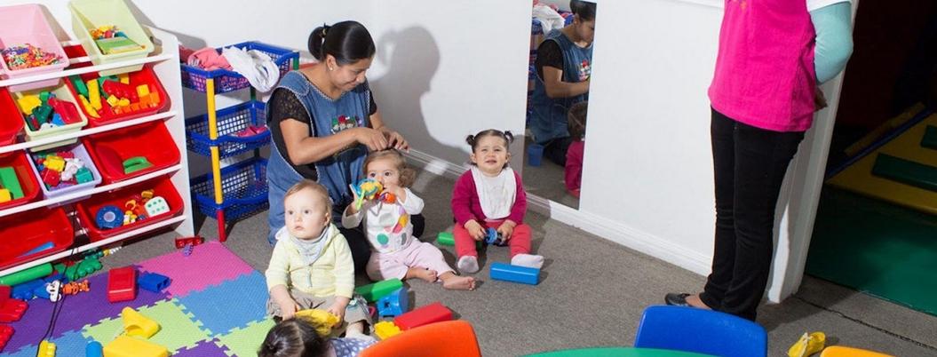 """""""Si abuelas cuidan niños, crecerá la brecha de género"""", advierten"""
