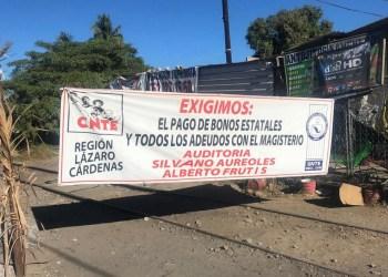 CNTE reinstala plantón en vías de tren en Michoacán 2