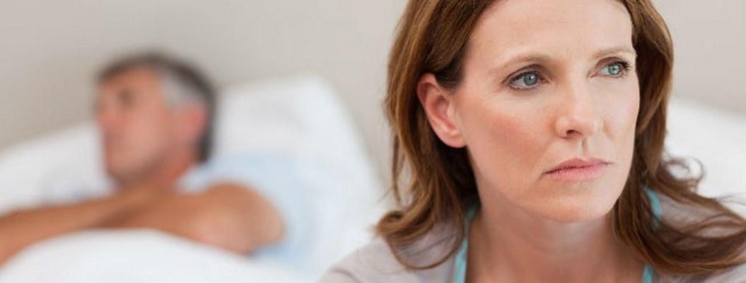 Síntomas de menopausia pueden detonar en insomnio