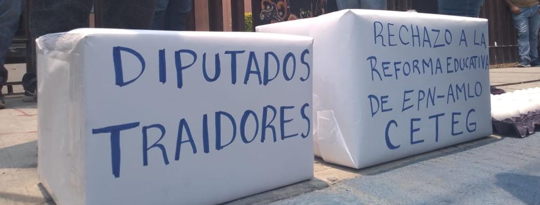 CETEG arroja huevos contra Congreso; pide debate con diputados
