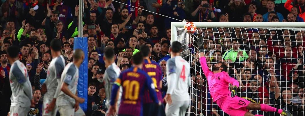 Messi da mágica cátedra de fútbol al Liverpool; los despacha 3-0