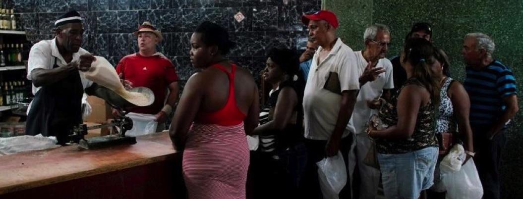 Regresa el racionamiento de alimento a Cuba; crisis golpea la isla