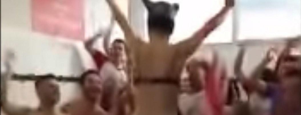 Club catalán arma la fiesta en el vestidor con stripper