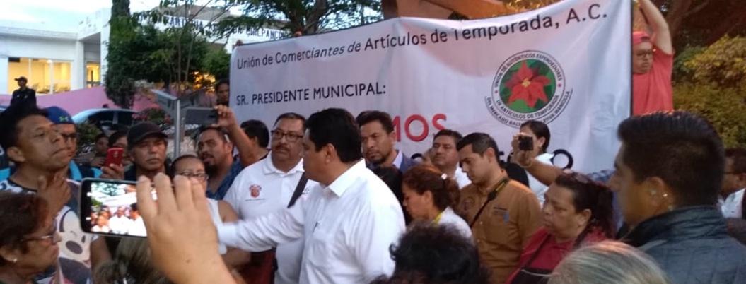 Comerciantes protestan en evento de Antonio Gaspar